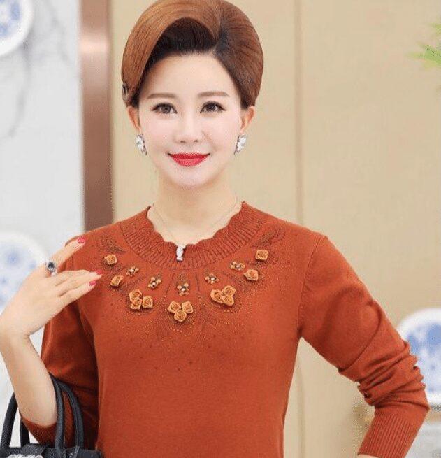 Áo len tôn thêm vẻ đẹp quý phái của phụ nữ trung niên
