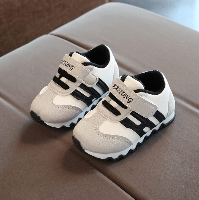 Giày quà tặng cho bé 4 tuổi