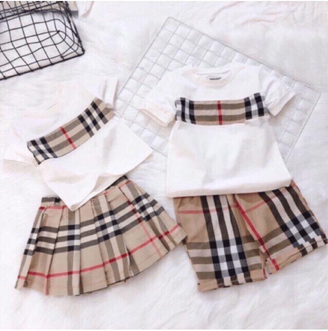 Quà sinh nhật cho bé gái có thể tặng quần áo