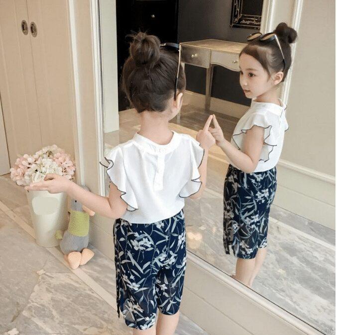 Quà tặng quần áo mới cho bé