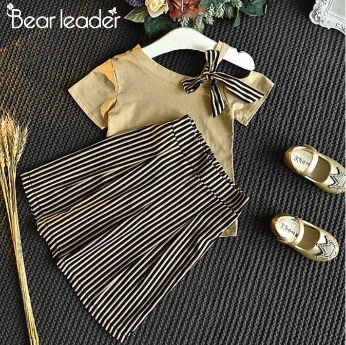 Set áo thun ngắn tay cổ tròn + quần đùi sọc vằn thời trang cho bé gái