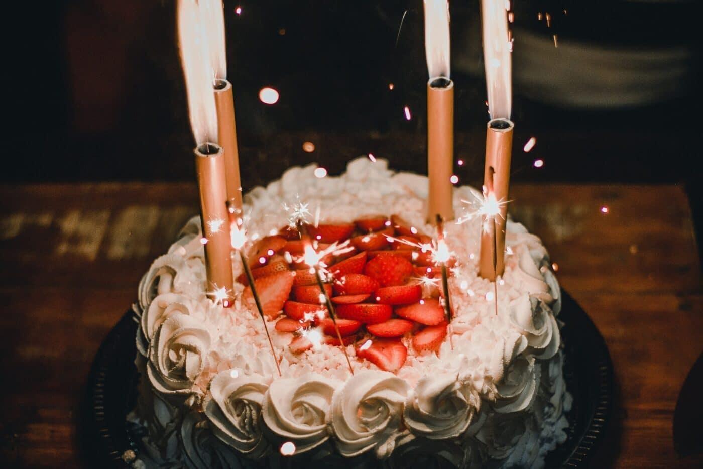 Bánh kem sinh nhật quà tặng sinh nhật cho bé trai 4 tuổi