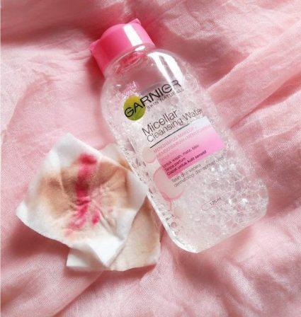 Nước tẩy trang Garnier Micellar Cleansing Water màu hồng
