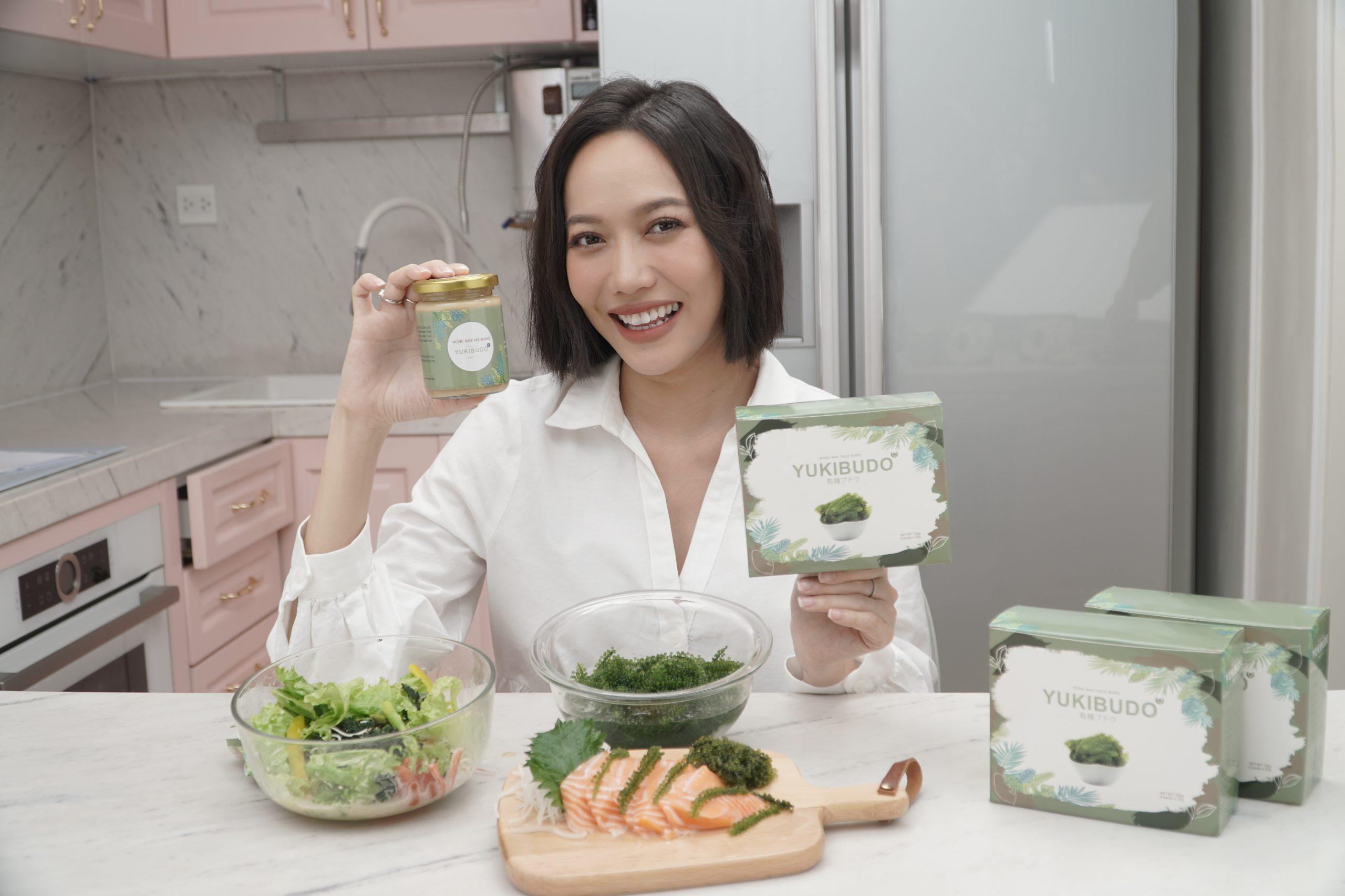 Diệu nhi rất thích ăn rong nho Yukibudo