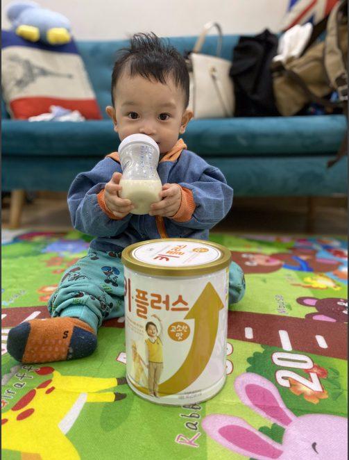 Bé sử dụng sữa tăng chiều cao Ki Plus